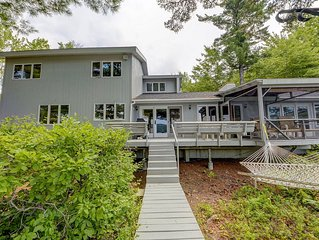 NEW - Spacious waterfront home w/mountain views, hot tub. Close to N. Conway.