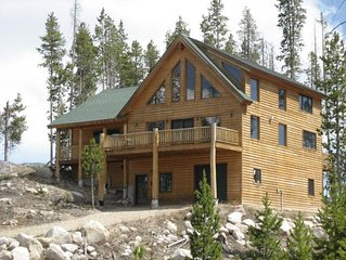 Inviting log home! Sleeps 16! Perfect getaway home for the large family!