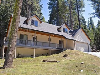 Leisure Landing: 4 BR / 2.5 BA  in Shaver Lake, Sleeps 10