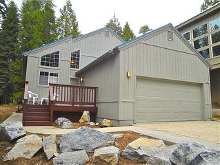 Cozy Forest Cottage: 2 BR / 2 BA  in Shaver Lake, Sleeps 4