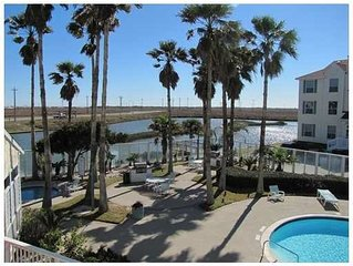 Walk to the beach, 1st Floor Condo, Padre Island Vacation!