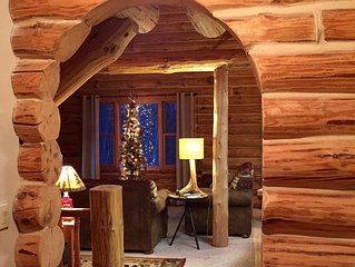 Beautiful Log Cabin JUST 2 minutes from Crystal Mtn. Plenty of fresh snow left!