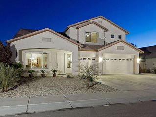 Peoria Desert Splendor: Large Family Friendly Home with Heated Pool