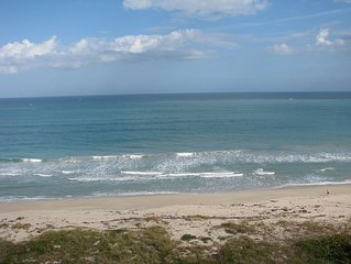 Beautiful 2/2 OceanView Condo on North Hutchinson