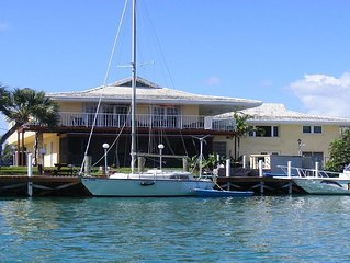 Beautiful, Tropical 2 BR/2 Full Bath Waterview Dockage Available Lucaya/Freeport