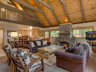 Adorable Cabin With Large Private Deck, Vaulted Ceilings, Loft and Hot Tub