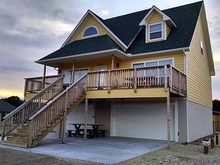 Great Lake View close to the Lake-Sleeps 12 with WiFi & Dish