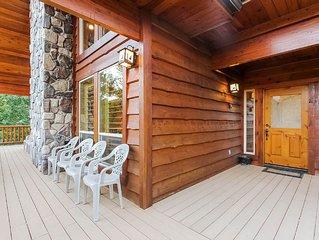Rustic Luxury three-story, 3000 sq. foot, 5 bedroom plus loft, 3.5 bath cabin a