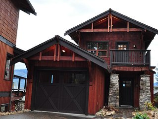 3 bdrm lodge in Carmel Cove 5* waterfront resort with garage & boat moorage
