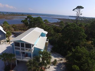 SPECIAL RATE - Flip Flops -Cute Bay Front Cottage with Dock sleeps 8