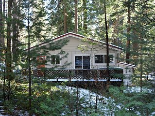 LAKEMONT PINES - *DOG FRIENDLY CABIN near Arnold Rim Trail and Private Lake*