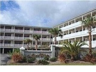 Folly Beach Condo  3Br 3Ba On the Marsh, Pool, blocks from Beach. sleeps 6-8