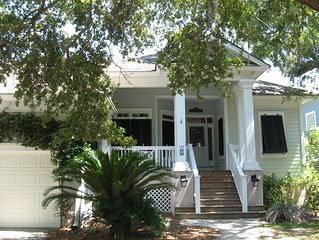 "Relax at the ""Marshmellow"" Home, Located Walking Distance to the Cabana Club, G"