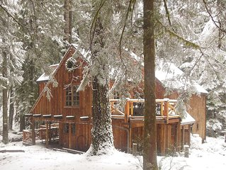 Sycamore Lodge-Secluded-WiFi-Hot Tub-Rock Fireplace-Great out door area !!