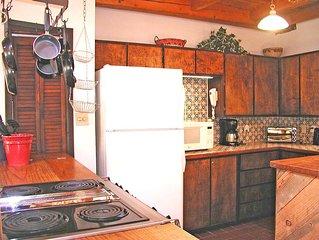 Manzanares- Sauna, Hot Tub-2 Blocks from Historic Taos Plaza, Eateries, Shops