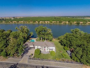 Majestic Sacramento River Dream House! Only Minutes From Sac Airport!