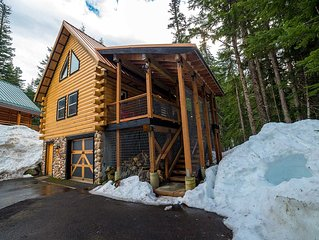 Black Squirrel-Hip dog friendly ski cabin with private treetop hot tub!