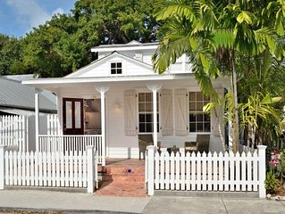Poppy Cottage: Historic Old Town - Beautiful Renovated Cottage for Two