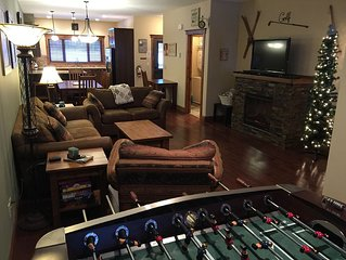 Skiing/ Golfing Condo, Ski In/ Out, A/C, Private Hot Tub, Stunning Views!