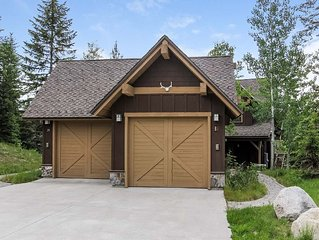 Close to main lift, spacious 2 Bedroom 3 Bath luxury resort Townhome with a Hot