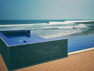 OCEANFRONT SURFERS PARADISE
