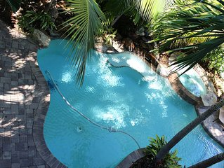 Mojito Splash ~ 5 Bedroom / 3.5 Bath - Tropical Oasis ~ Short walk to beach