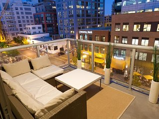 1 Bedroom High End Gaslamp Beauty. Convention Center Close!