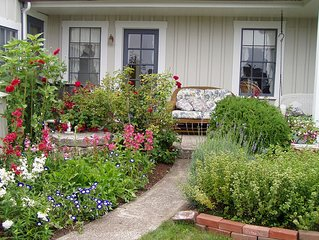 Private Garden Cottage In Mendocino's Historic Preservation District