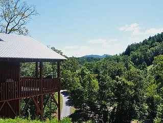 River Access with is brand new rustic cabin, wifi, sleeps 6. Close to Casino.