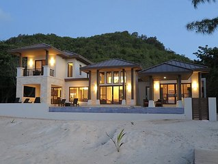 "'Living Waters"" Camp Bay Luxury 4 Bedroom Villa"