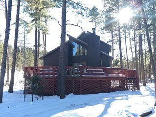 Mountain Haven - Quaint cabin retreat nestled in the woods with hot tub!