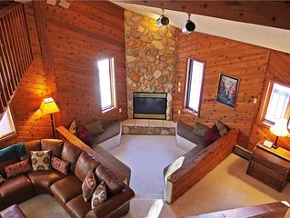 A Large Trailside Vacation Home with a Spacious Open Concept And A 4-Person Whi