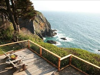Oceanfront Vacation Home - Spectacular Views; Hot Tub; Wi-Fi.