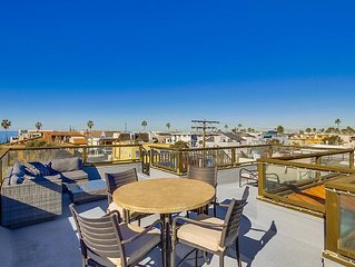 Beach Haven! Perfect for large families with rooftop deck and air conditioning!