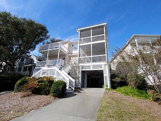 Pelican Bay 31- Large Home with Great Golf Views
