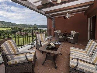 Picture Perfect Paradise Condo w/rainforest & Ocean view + amenities!