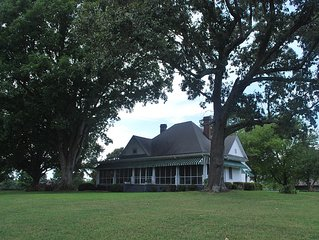 Beautiful Farm House in Country minutes from  I75 and Lake Point Park