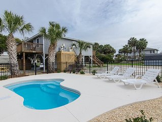Hamptons South - Private Pool & One Minute Walk to the Beach