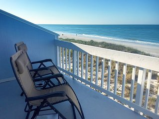 Beachfront! Pet Friendly, Remodeled, Amazing Sunsets, Pool, Dock, 40+ Reviews!