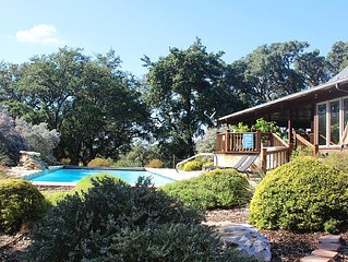 Luxury Ranch w/Hill Country Charm on 6 Acres w/Large Gorgeous Pool/Sleeps 8