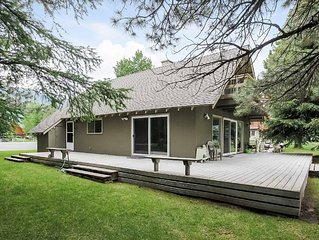 Charming cabin in the woods, five bedroom, two bath near lakes, Lakeview House