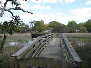 Lyric's Landing - Cozy Coastal Retreat on Shem Creek