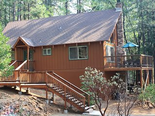 Large loft, living room, deck -WiFi -Pets OK -Cozy & Peaceful -Great location!
