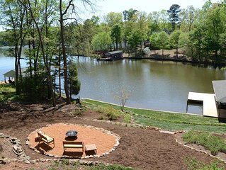 Dragonfly, Amazing Views! Kayaks, Fire Pit & More! Ideal for families & friends.