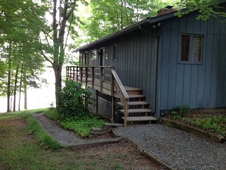 Wonderful cottage with a large screened porch is heaven. Swim and fish!