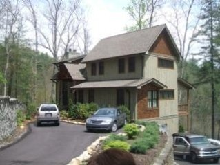 New Mountain Lodge with Stream and Lake Glenville View, location de vacances à Jackson County