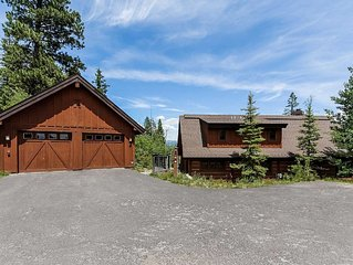 Awesome ski-in/ski-out location modern four bedroom, four bath luxury resort ch