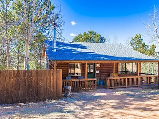 Charming cabin nestled in the Rocky Mtns! Hot tub, wood burning fireplace!