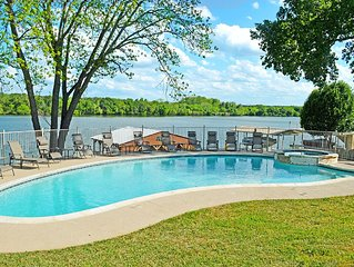 AZURE RELAXIN' 2- Pool, Hot Tub, Boat Lift, 2 Kayaks, Fire Pit, Pet Friendly!