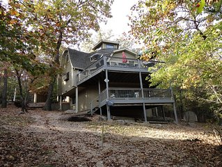 JESSE JAME'S HIDEOUT - 4 bdrm LAKEFRONT, secluded with easy walk to private dock